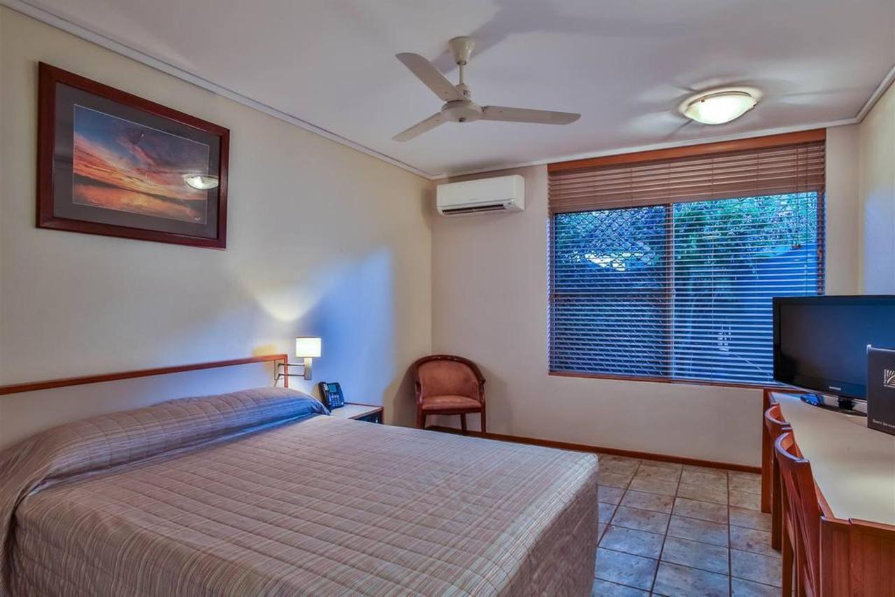 queen room, hotel kununurra